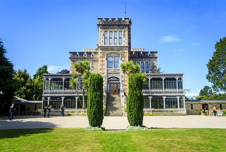 new-zealand-dunedin-top-attractions-larnach-castle